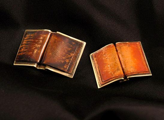 2-book-pins