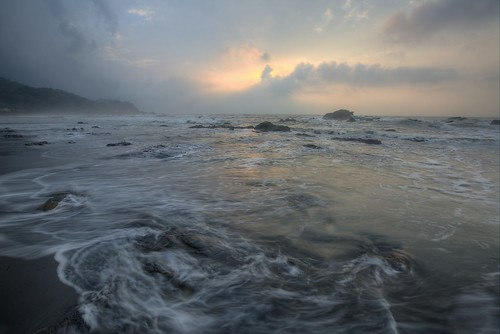 清晨 晨景 龜山島 頭城鎮 頭城 沙灘 taiwan 台灣風景 風景攝影 烏石港 stone rock 東北角 宜蘭海岸國家風景區 外澳濱海遊憩區 蘭陽國家風景區 landscape photography sunrise晨霞 霞光 彩霞 rays pink clouds waiau dawn 晨曦 formation weathering erosion coastal seaside northeastern coast night exposure 侵蝕 海岸 海邊外澳 岩石 日出 color temperature beach surf 衝浪 surfboard 衝浪板 surfriding wave sunshine canon travel fishing port sunrise shipping rosyclouds 漁港 船舶 色溫