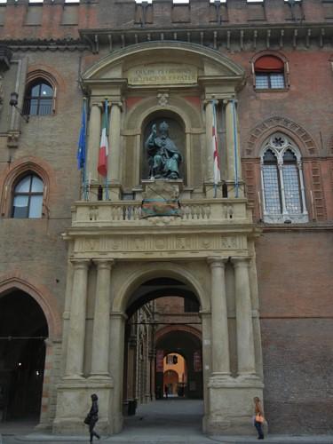 DSCN4479 _ Palazzo D'Accursio (Palazzo Comunale), Piazza Maggiore, Bologna, 18 October