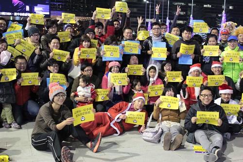 大台中市政監督聯盟昨(18日)發起「企鵝快閃」,回應市府首長少數人意見說。(攝影:傅東森)