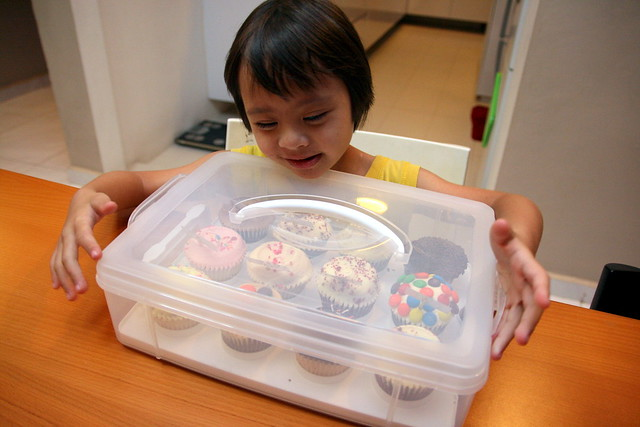 Snapware also has this really nifty cupcake carrier
