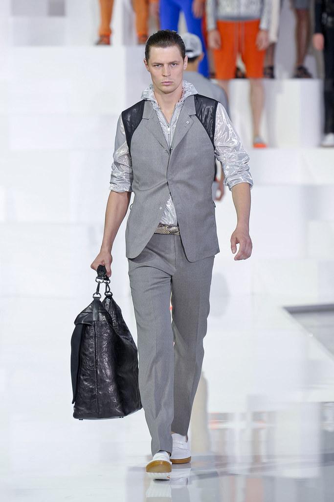 Adrian Wlodarski3286_SS13 Milan Dirk Bikkembergs(fashionising.com)