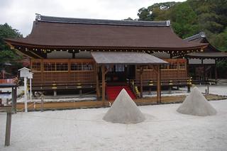 Image of 上賀茂神社 (Kamigamo Shrine). kyoto 京都 上賀茂神社 kamigamoshrine 立砂
