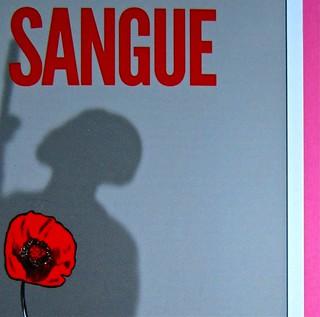 Eduardo Savarese, Non passare per il sangue. edizioni e/o 2012. Grafica di Emanuele Gragnisco; illustrazione di Luca Laurenti. Copertina (part.), 3