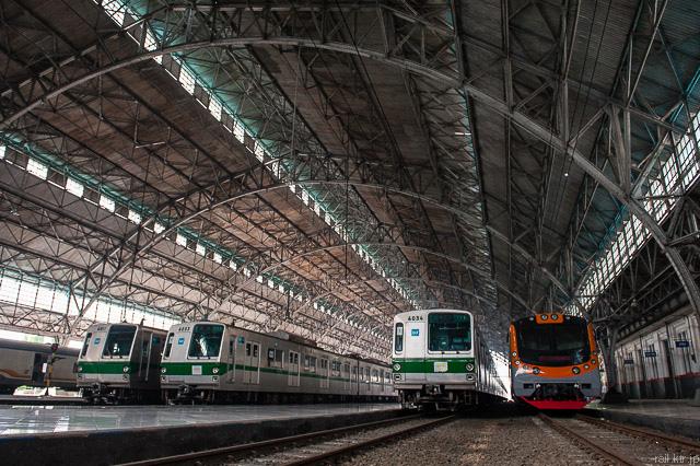 Tokyo Metro Seri6000 dan KFW i9000 di Stasiun Tanjung Priok