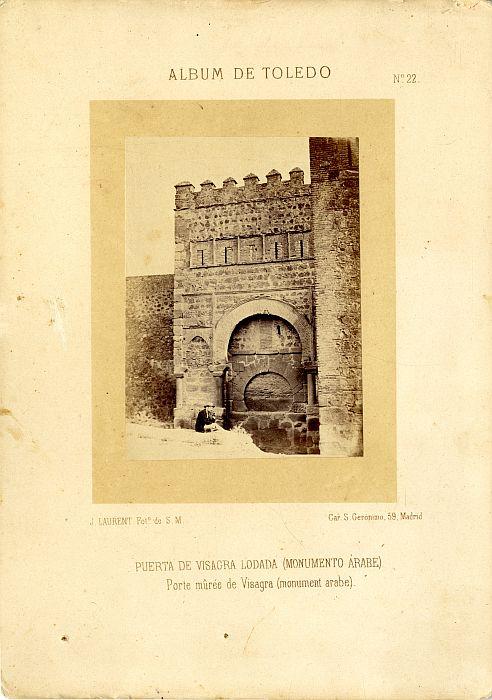 Puerta Vieja de Bisagra hacia 1858. Fotografía de Jean Laurent incluida en un álbum sobre Toledo © Archivo Municipal. Ayuntamiento de Toledo