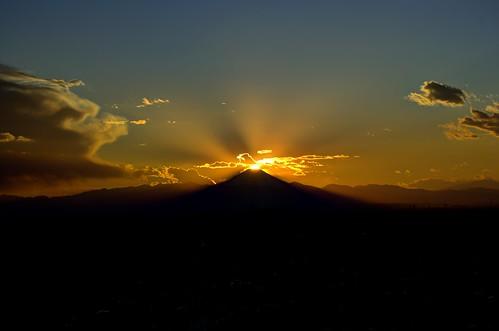 sunset japan tokyo mountfuji ikebukuro fujiyama preciousmoment purebeauty diamondfuji ダイヤモンド富士 tokyo2012 nikond3100 leveloindigo gettyimagesjapan12q4 sunshinecity60