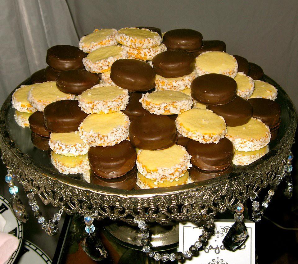 Pin candy buffet mesas gourmet dulces postres quesos - Mesas para buffet ...