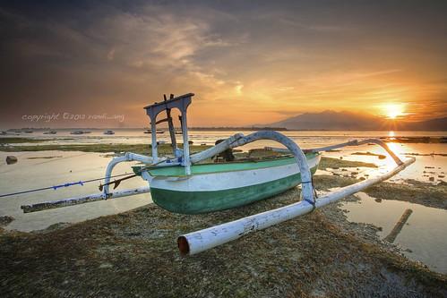 seascape beach sunrise canon indonesia landscape island eos boat tide low 5d ang gili lombok randi trawangan ntb