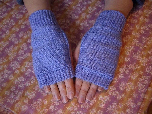 Lilac fingerless mitts