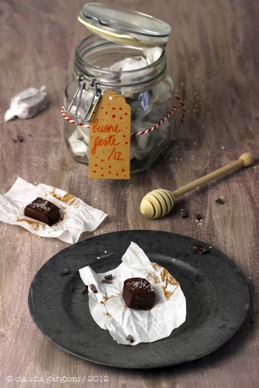 caramelle al cioccolato e miele con fior di sale