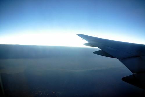 是下午四點起飛的班機......