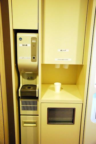 這是免費的冰塊機,超好用的!!