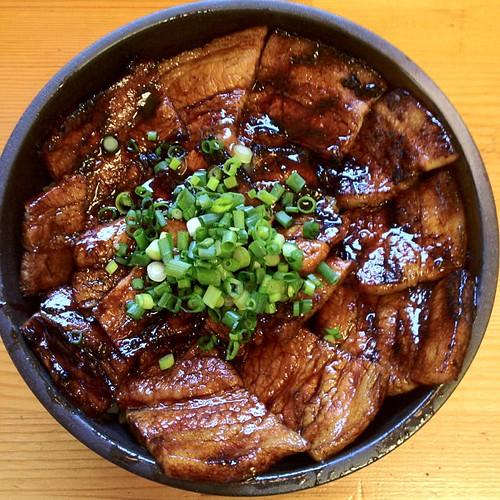炭焼豚丼 ข้าวหน้าหมูย่างถ่าน