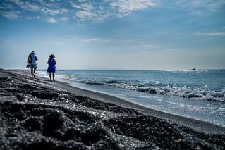 Imagine de Perissa beach. beach ciclades cicladi fujifilm grecia greece holydays mar mare perivolos playa praia santorini sea spiaggia vacanze vacation κυκλάδεσ