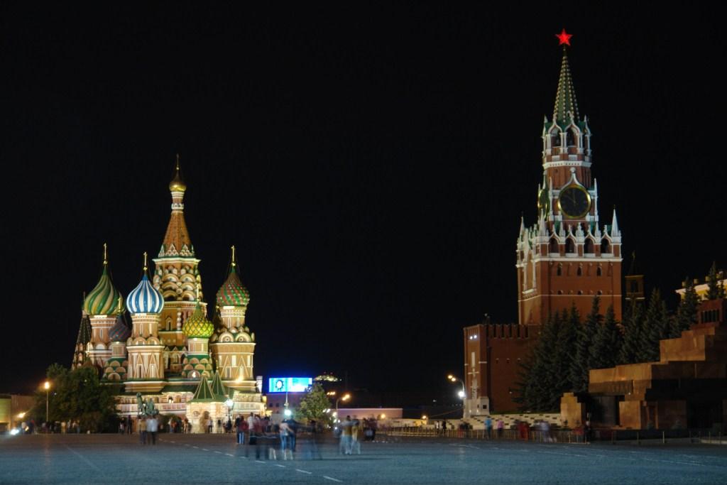 La iluminación nocturna de la Plaza Roja da un color especial al lugar Plaza Roja de Moscú, el lugar más importante del país más grande. - 8160908509 d522ca751b o - Plaza Roja de Moscú, el lugar más importante del país más grande.