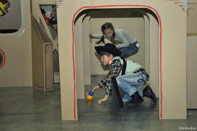 Cardboard spaceport_021