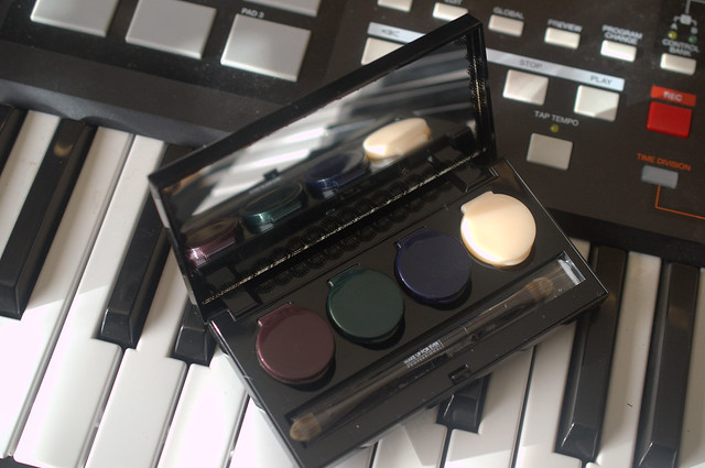 Gettin' my tango on with Make Up For Ever's Black Tango palette