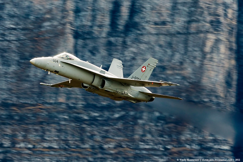 Swiss AF McDonnell Douglas F/A-18C solo performance at AXALP