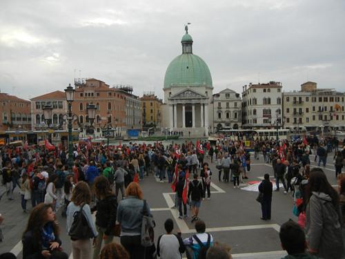 DSCN0661 _ prostros at Stazione Venezia Santa Lucia, facing Fondamenta San Simeone Piccolo, 12 October
