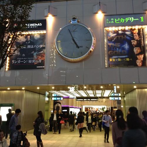 午後5時前、有楽町マリオン by haruhiko_iyota