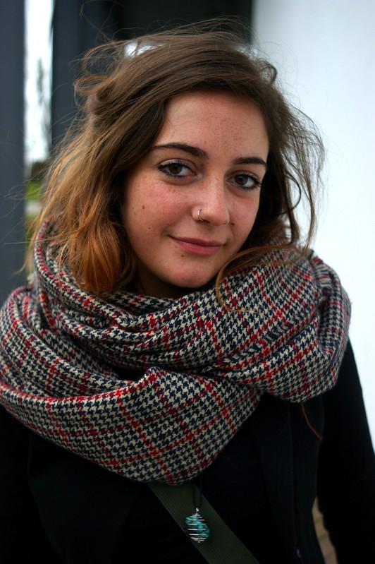 (28-11-2012) Delphine