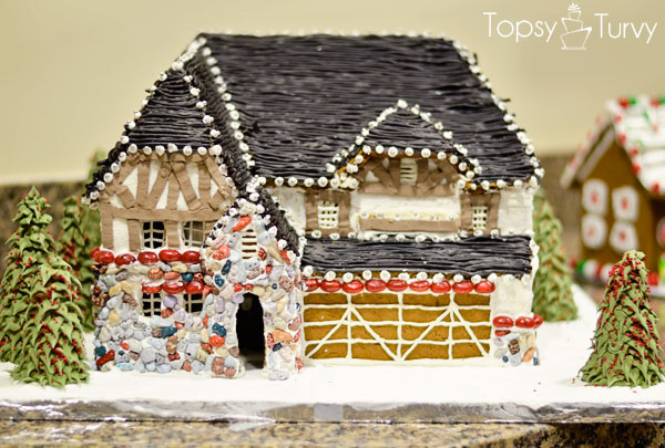 briarwood-ivory-homes-gingerbread-contest-front