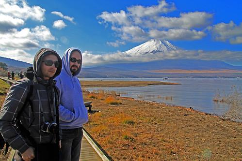 Ese par de hombres saturados del Fuji