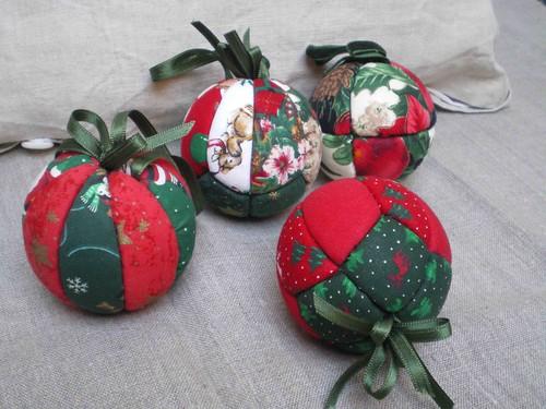 des boules en polystyrene pour décorer le sapin de Noël