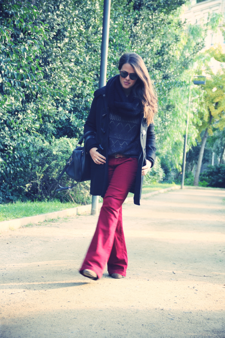 Look trenka + burgundy pants