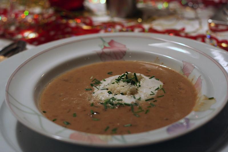 türchen 17: steinpilz-suppe mit parmesan & prosciutto-sticks