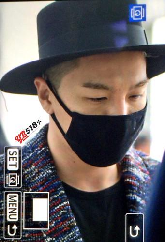 Big Bang - Incheon Airport - 21mar2015 - Tae Yang - YB 518 - 02