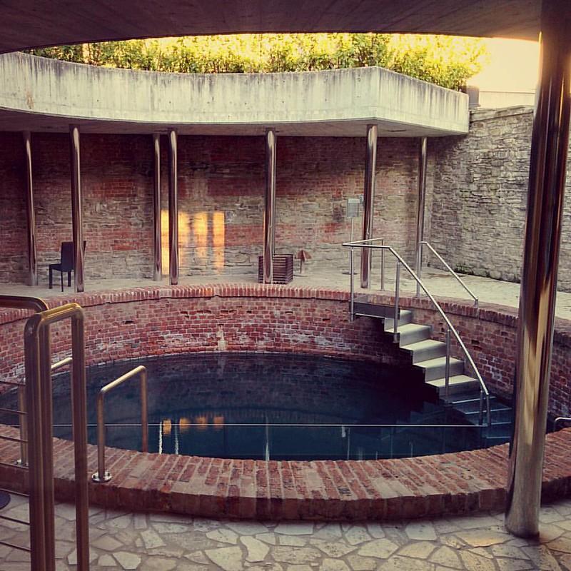 Terme di Acqui... piscina a circa 100.000°c ...ma il corpo si abitua a tutto. #piscina #acqui #terme #acquiterme #spa #great #relax #h2o #pool #hot #summertime #happymoment #onpix