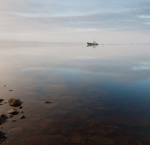 sea mist water fog stone canon suomi finland boat fisherman stones sigma vatten meri båt vesi vene dimma sjö usva malax åminne
