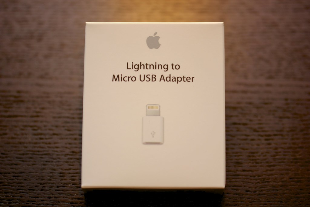 Apple Lightning - Micro USBアダプタ