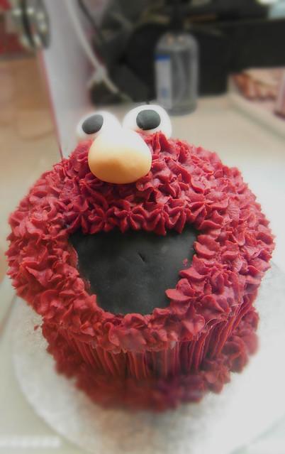Elmo Cupcake | A giant cupcake of Elmo from Sesame Street ...