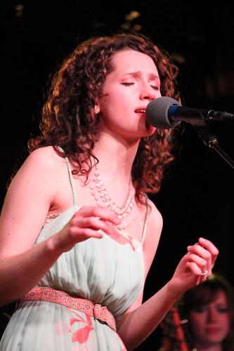 Phoebe Cryar sing