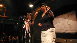Mieze Medusa & Clara Felis bei textstrom Poetry Slam Wien