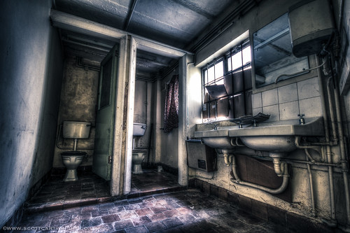 Old Bathroom HDR