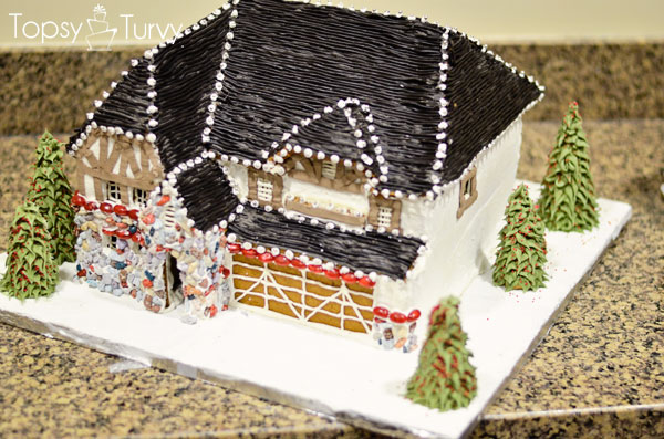 briarwood-ivory-homes-gingerbread-contest-front-side