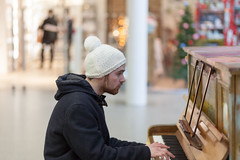 St Pancras piano  (Street photography) by wuyanxu