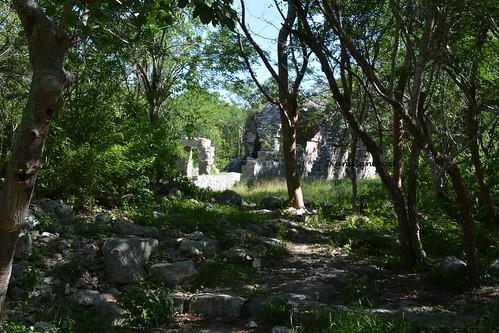 Vereda hacia el templo parado o Estructura 57