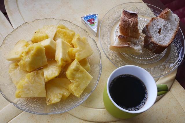 火, 2016-07-19 07:17 - パイナップル付き朝食