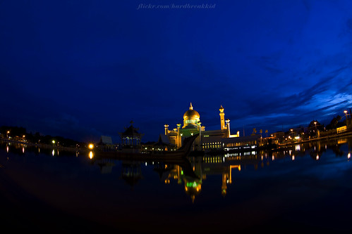 longexposure blue reflection water canon dawn lights mosque fisheye soas bluehour brunei bandarseribegawan 50d canoneos50d soasmosque 815mm 815mmfisheyef4l