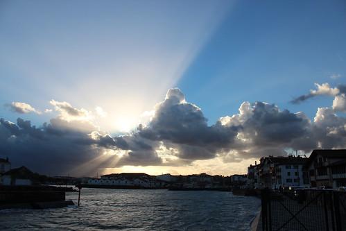 Nubes sobre San Juan de Luz .