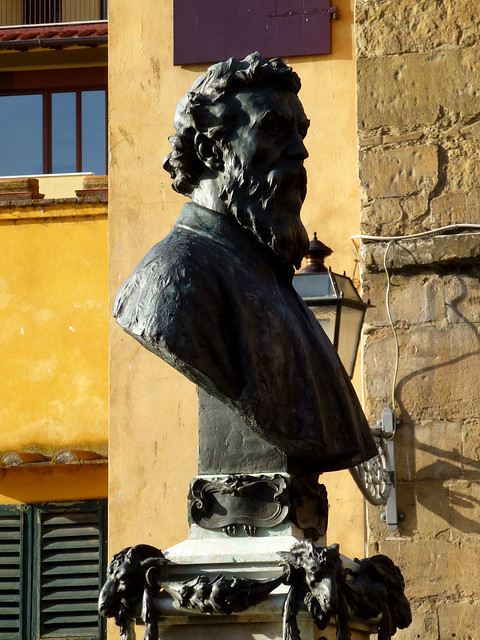 Florence - jour 2 - 089 - Buste de Benvenuto Cellini par Raffaello Romanelli sur le Ponte Vecchio