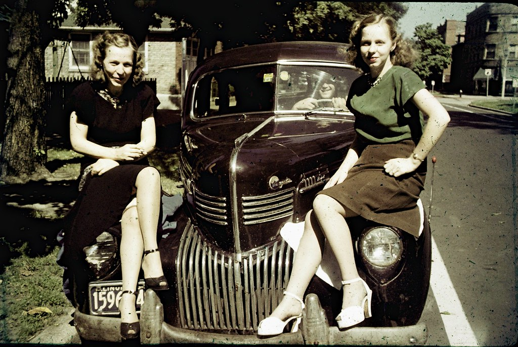Girls and cars - Color Slide from Chicago - 1949