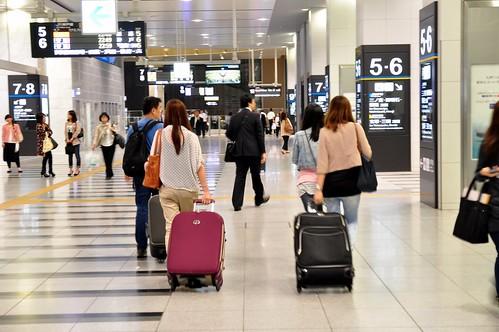 終於抵達大阪站...好大的車站...