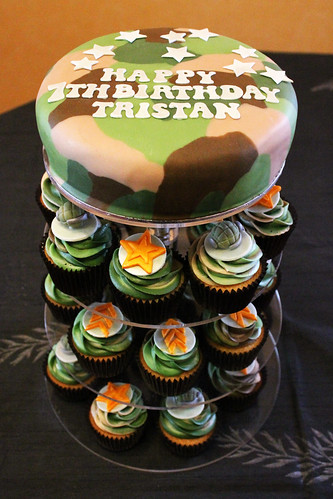 Tristan's army theme camouflage cupcakes 01
