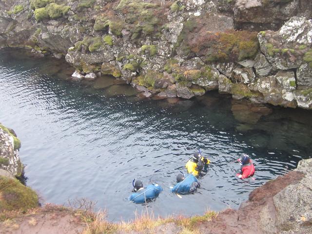 snorkellers silfra rift iceland thingvellir park